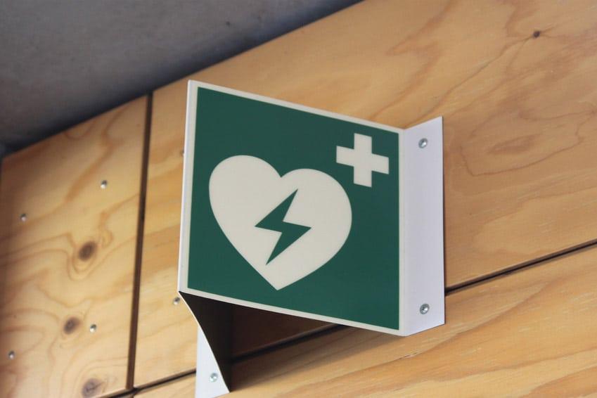 Defibrillator Standort Hinweisschild